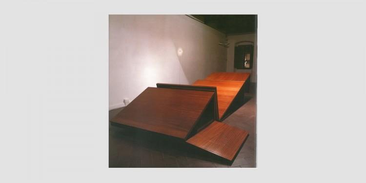 Alberto-Garutti-Stanza-con-doppia-opera-in-legno-1996