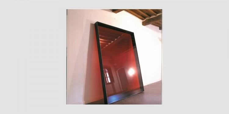Alberto-Garutti-Stanza-del-cristallo-rosso-1996-1000x560