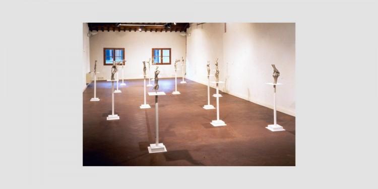 Bruce-Nauman-Untitled-fifteen-pairs-of-hand-veduta-dellinstallazione-1998-2