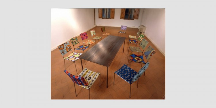 Franz-West-Tish-mit-12-sessel-Table-with-12-chairs-veduta-dellinstallazione-2001