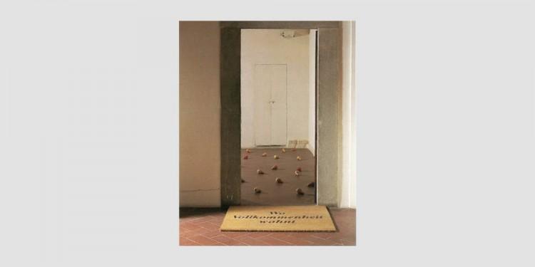 Mario-Airò-Welcome-di-gialle-pere-sparso-il-suolo-1997
