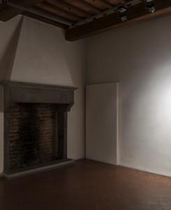 21. Enzo Cucchi, Entra in testa, 2016, olio su tela, 35x30 cm. Courtesy dell'Artista e ZERO..., Milano. Foto OKNOstudio