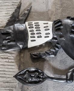 7. Enzo Cucchi, Sotto la Coda, Nessuno, 2016, bronzo, ceramica. Courtesy dell'Artista e ZERO..., Milano. Foto OKNOstudio