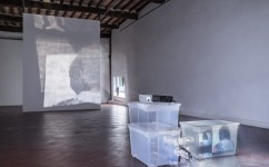 14_Lee Kit, Linger on, your lit-up shade, Casa Masaccio Centro per l'Arte Contemporanea. Veduta della mostra. Foto OKNOstudio_