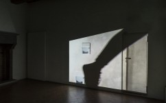 24_Lee Kit, Linger on, your lit-up shade, Casa Masaccio Centro per l'Arte Contemporanea. Veduta della mostra.