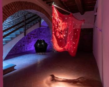 1_Cinzia Ruggeri, Casa Masaccio Centro per l'Arte Contemporanea, installation view ground floor, entrance, ph OKNOstudio