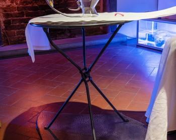 28_Cinzia Ruggeri, Bicchiere vis-à-vis, 2019, hand-blown glass, 20.5 × 28 × 7.5 cm, ph OKNOstudio