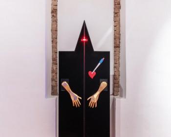 37_Cinzia Ruggeri, Rocco, 1996, velvet wardrobe, light, 250 x 150 x 100 c.a., ph OKNOstudio