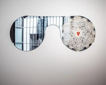 46_Cinzia Ruggeri, Pensiero fisso, 2019, mirror, doily and rhinestone, 49,5 x 120 cm, ph OKNOstudio