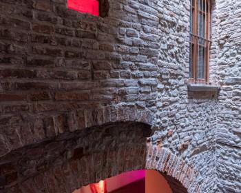 7_Cinzia Ruggeri, Casa Masaccio Centro per l'Arte Contemporanea, installation view red window, first stair, ph OKNOstudio copy