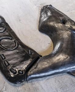 20. Enzo Cucchi, Lo Zoccolo, 2016, bronzo, ceramica. Courtesy dell'Artista e ZERO..., Milano. Foto OKNOstudio