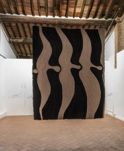 43. Enrico David, Untitled, 2017, lana su tela, 232x200 cm circa. ©dell'Artista, Courtesy Michael Werner Gallery, New York-Londra. Foto OKNOstudio
