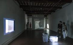10_ Lee Kit, Linger on, your lit-up shade, Casa Masaccio Centro per l'Arte Contemporanea. Veduta della mostra. Foto OKNOstudio.