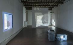 11_ Lee Kit, Linger on, your lit-up shade, Casa Masaccio Centro per l'Arte Contemporanea. Veduta della mostra. Foto OKNOstudio.