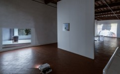 17_Lee Kit, Linger on, your lit-up shade, Casa Masaccio Centro per l'Arte Contemporanea. Veduta della mostra. Foto OKNOstudio