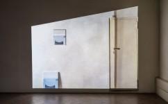 25_ Lee Kit, A perfect emotion, 2018. Acrilico, emulsione, inchiostro inkjet su compensato, video in loop. Courtesy l'artista e galleria Massimo