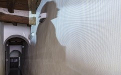 2_Lee Kit, Linger on, your lit-up shade, Casa Masaccio Centro per l'Arte Contemporanea. Veduta della mostra. Foto OKNOstudio.